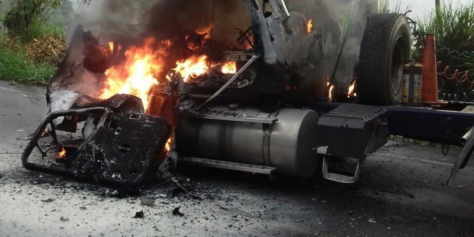 Incendian tractomula en Valdivia, Antioquia