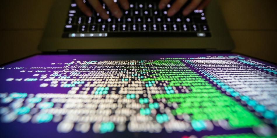 Hackers descifrarían contraseñas de celulares con escuchar el tecleo