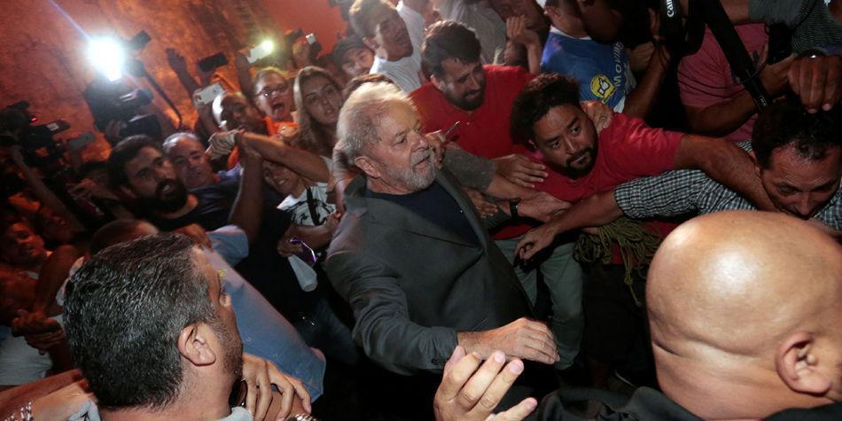 Entrega de Lula da Silva