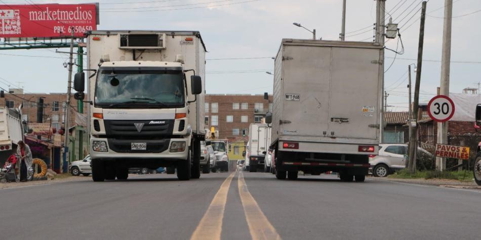 Restringen carga pesada en la avenida Pradilla de Chía