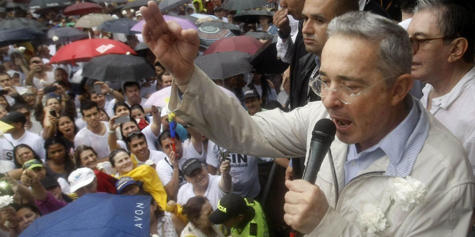 Uribe se le metió de lleno a la campaña por la alcaldía de Bogotá