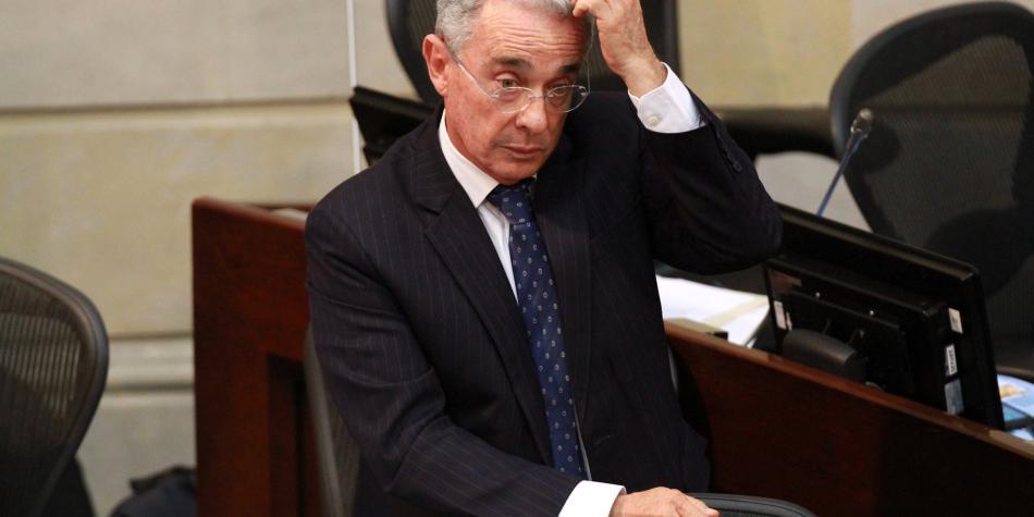 ¿Por qué sigue cayendo la imagen de Álvaro Uribe?