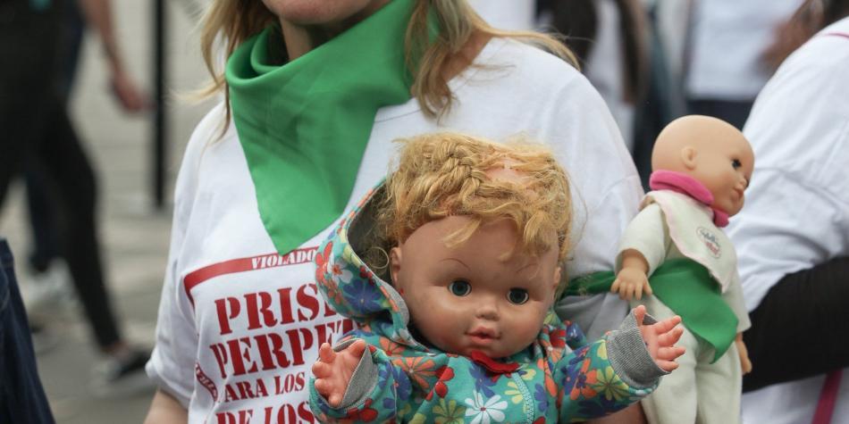 Debate de cadena perpetua para violadores de niños vuelve al Congreso