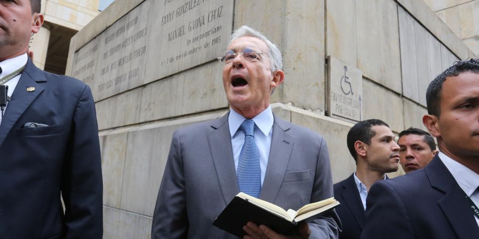 Uribe toma distancia de Duque por acuerdos con indígenas - Partidos  Políticos - Política - ELTIEMPO.COM