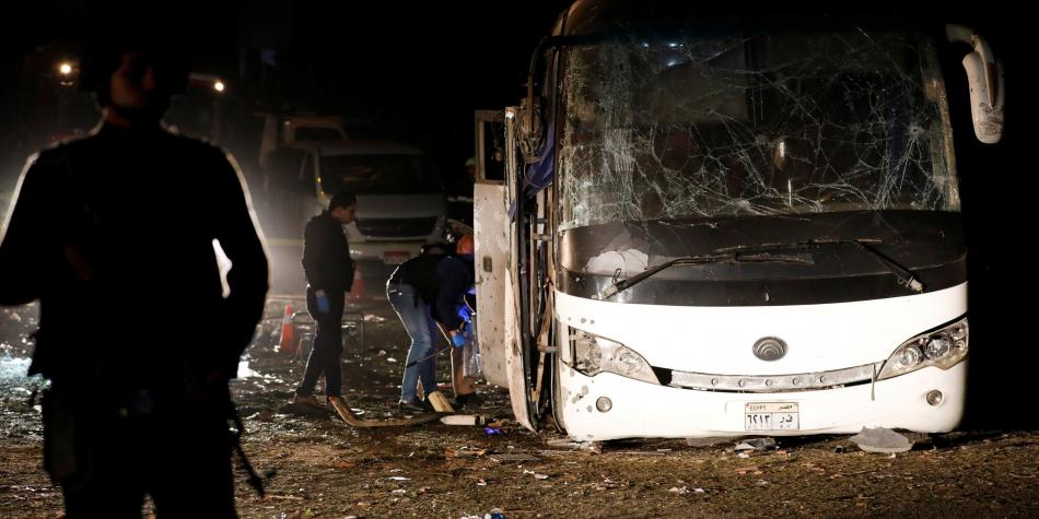 explosión en un bus turístico cerca de las pirámides de egipto