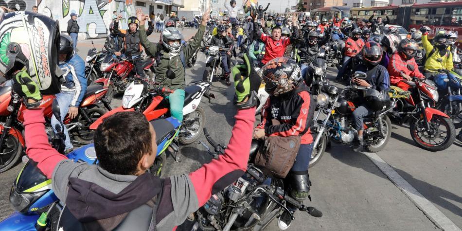 Protesta de motociclistas por parrillero