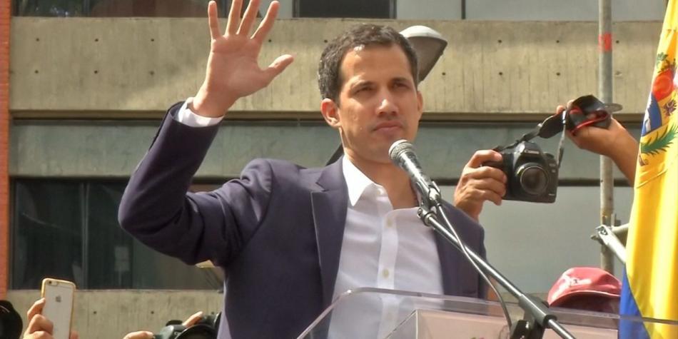 Guaidó se autoproclama presidente de Venezuela