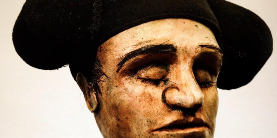 El artista plástico Maquiamelo lleva sus cabezas a un libro