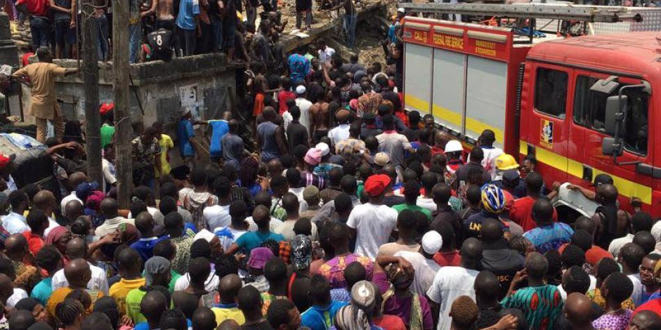 Resultado de imagen para Más de 100 niños atrapados al colapsar un edificio con una escuela en Nigeria