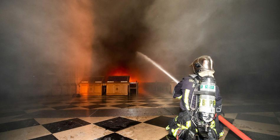 Internet y las teorías de la conspiración tras incendio en Notre Dame