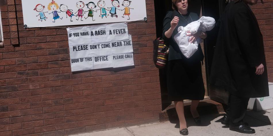 Por sarampión Nueva York suprime exenciones religiosas a la vacunación