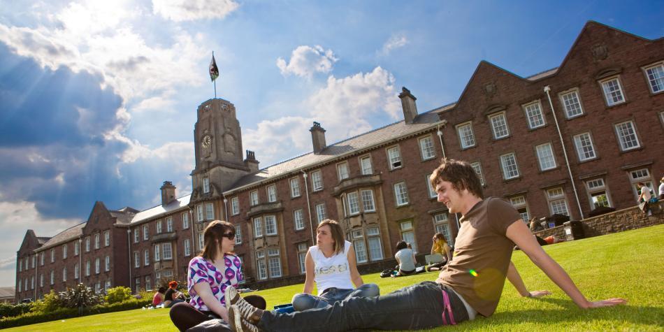 Si va a estudiar en el exterior, haga bien sus cuentas