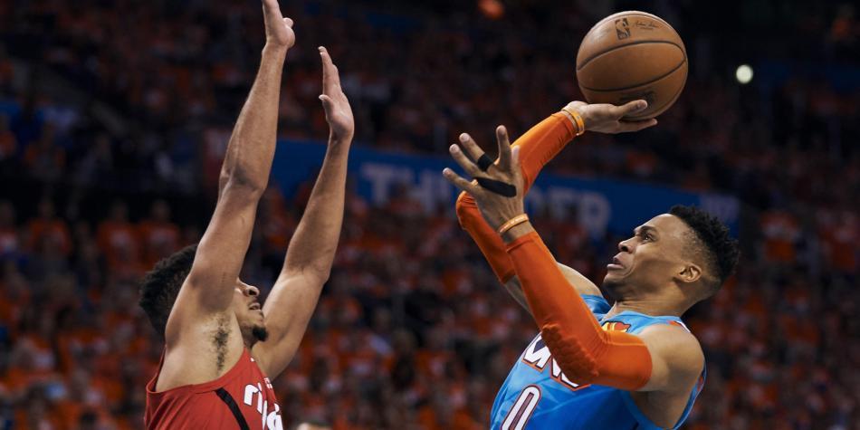 Impresionante tapa de Russell Westbrook en la NBA