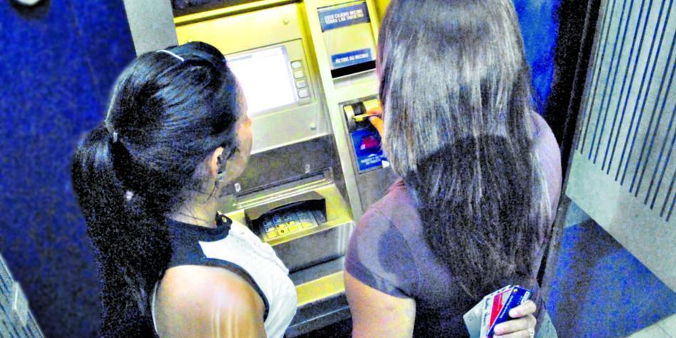 Dos cajeros fuera de control en Barranquilla 'regalaron' dinero