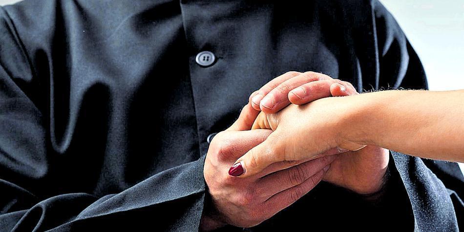 Suspenden más de 10 sacerdotes por 'deplorables' casos de abuso sexual