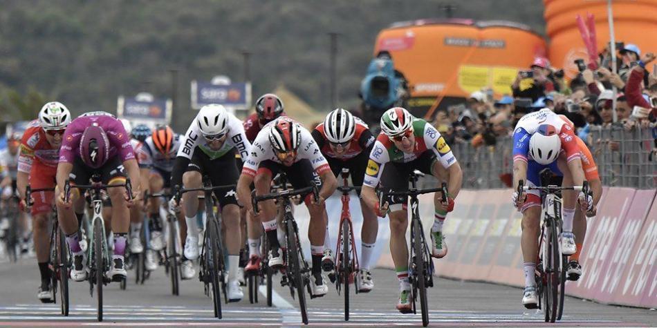 López sigue de cuarto, Gaviria fue segundo, le ganó Ackermann