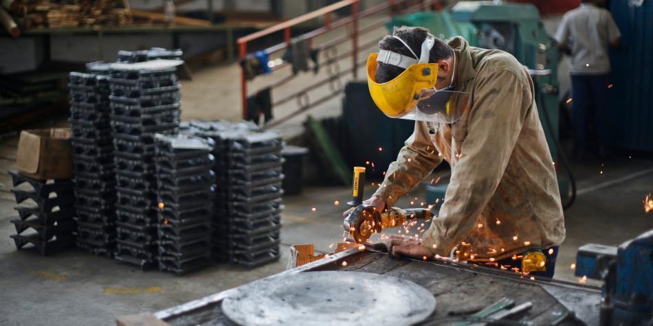 Producción industrial del país sigue mejorando