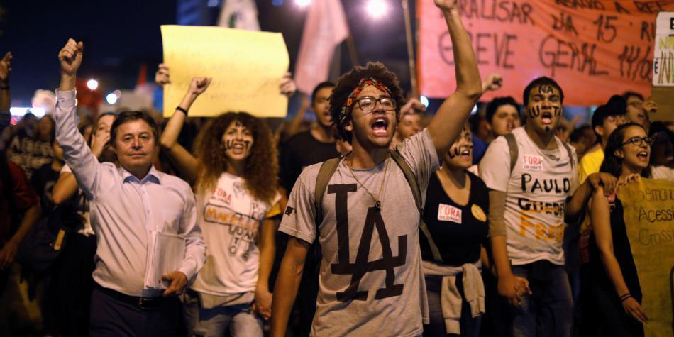 Tijeretazos a la educación en Brasil provocan masivas protestas