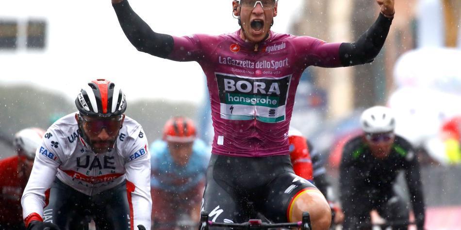 Video: así fue el embalaje en el que por poco gana Gaviria en el Giro
