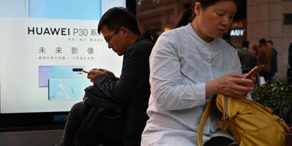 Trump prohíbe uso de equipos de telecomunicación vistos como riesgosos