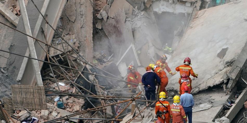 Nueve personas atrapadas tras derrumbe de un edificio en Shanghái