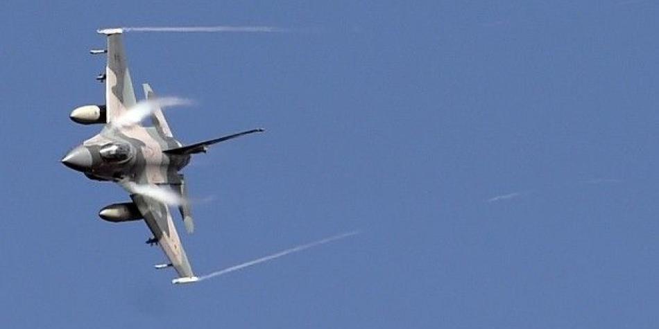 Video: El momento cuando un F-16 cae sobre una bodega en California