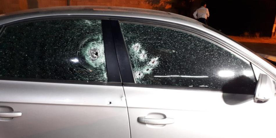 Carro de Sigifredo López quedó con seis perforaciones de bala