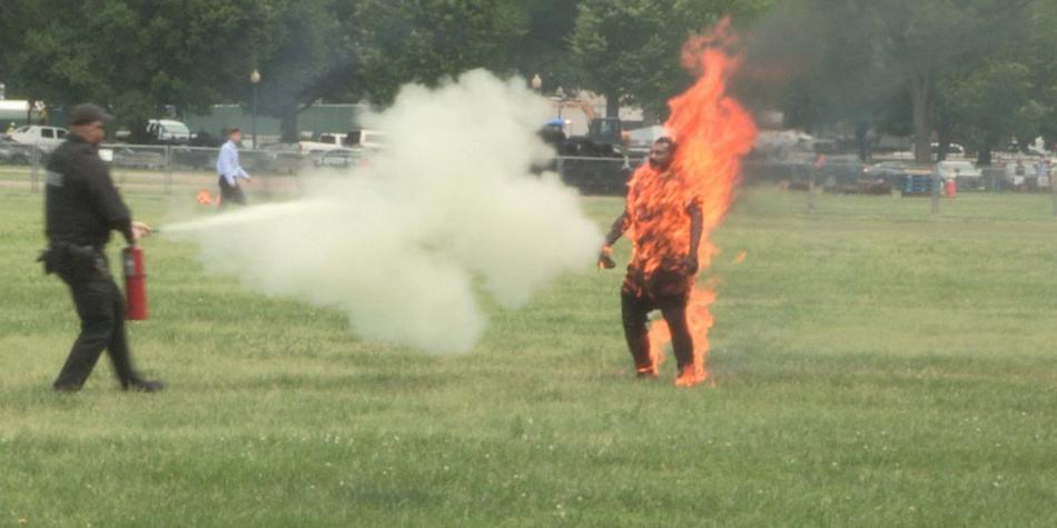 Resultado de imagen para Murió el hombre que se prendió fuego cerca de la Casa Blanca