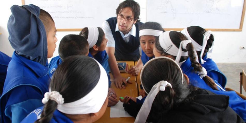 DHL y Aldeas Infantiles SOS instalan centros de tecnología en Colombia