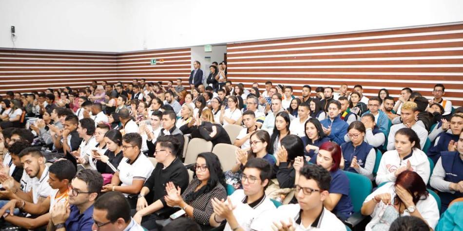 Amazon capacitará a 2.000 aprendices de Medellín en Cuarta Revolución
