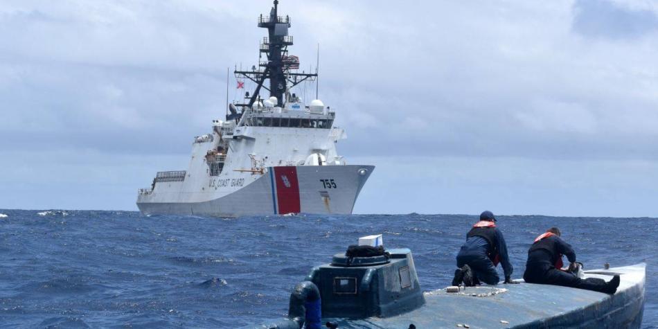 Guardia Costera de EE. UU. detiene a submarino al estilo 'hollywood'
