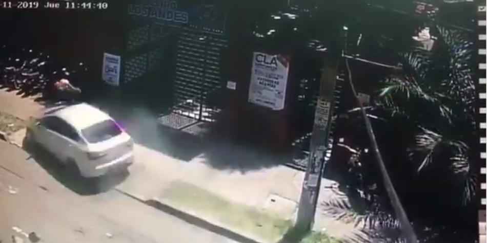 Cuatro golpeados y 8 motos averiadas por carro en el sur de Cali