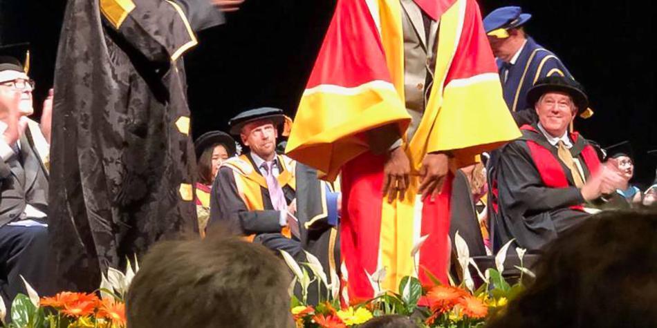 Bailarín colombiano recibe doctorado honoris causa en Reino Unido