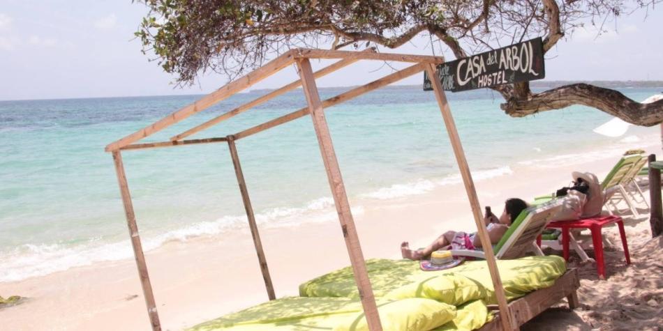 Polémica por cobro a turistas para ingresar a Playa Blanca
