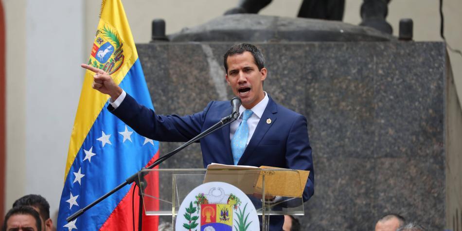 Guaidó dice que Constituyente oficialista estudia disolver Parlamento