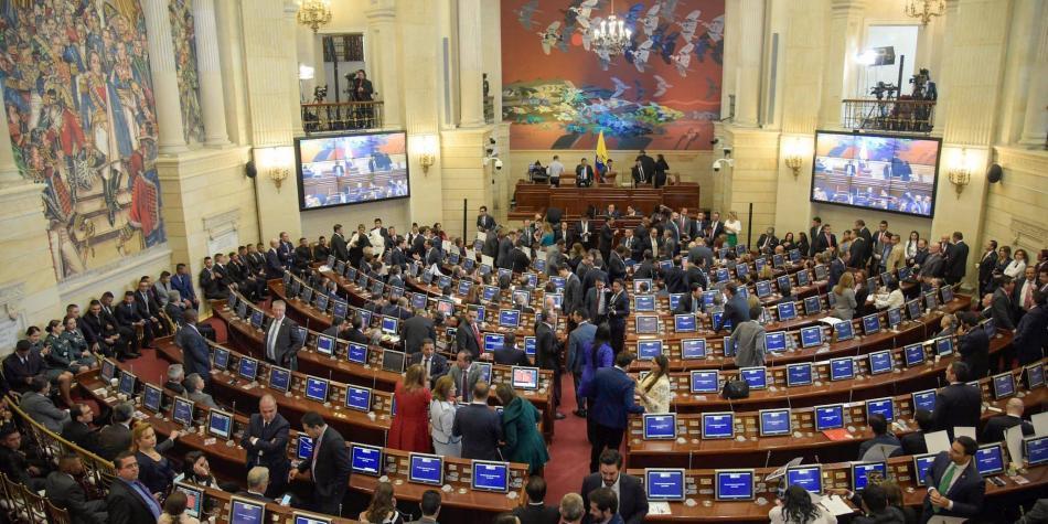 Reforma en contratación pasa a conciliación en Congreso