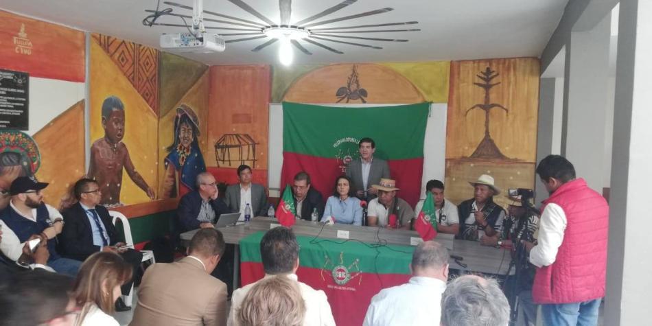 Mininterior se reúne con indígenas; sigue drama por crimen de rector