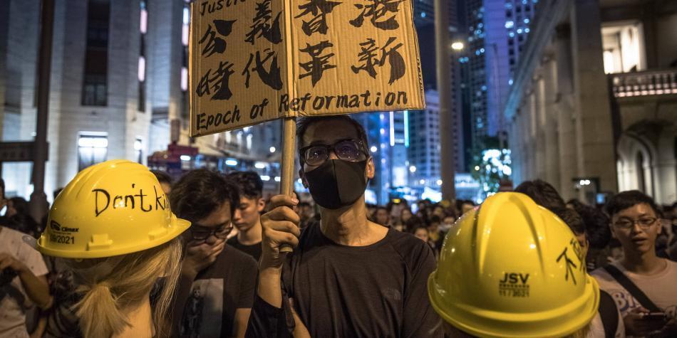 China envía fuerzas militares que van hacia la frontera con Hong Kong
