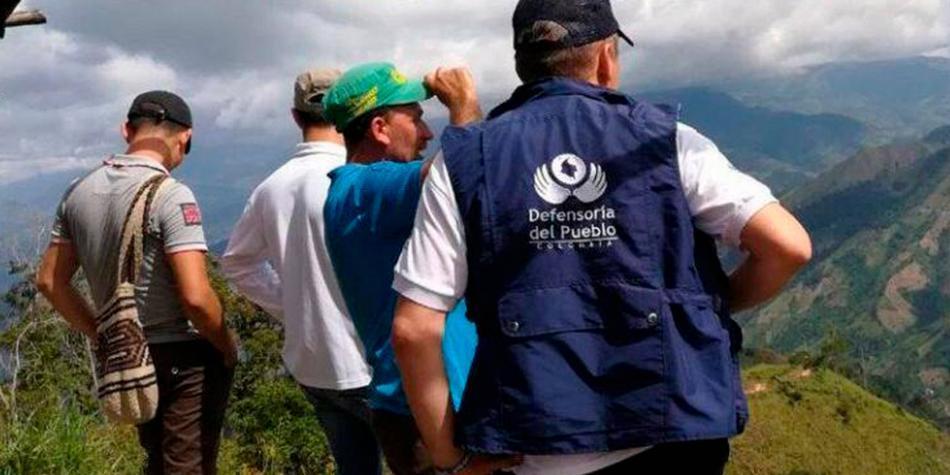 Zozobra y miedo de familias confinadas y bajo fuego cruzado en Cauca