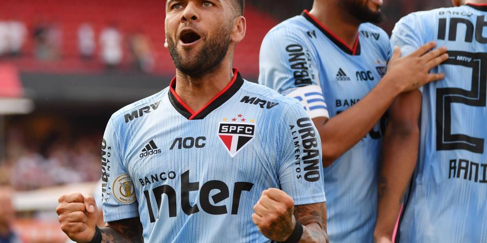 ¡Debut a lo grande de Dani Alves! Anotó en la victoria de Sao Paulo