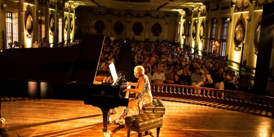 Teresita Gómez y Hanzhi Wang: recital de maestría y juventud