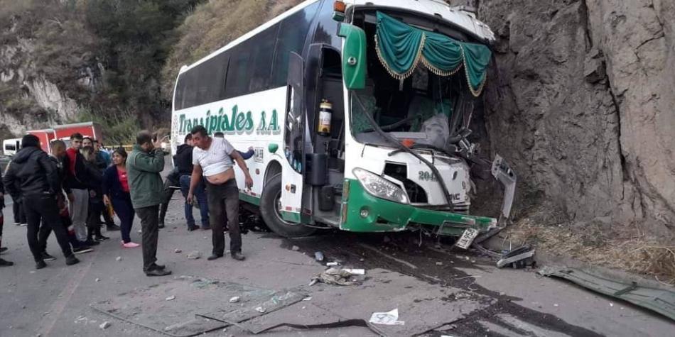 Una persona murió y cinco más heridas, en accidente en Nariño