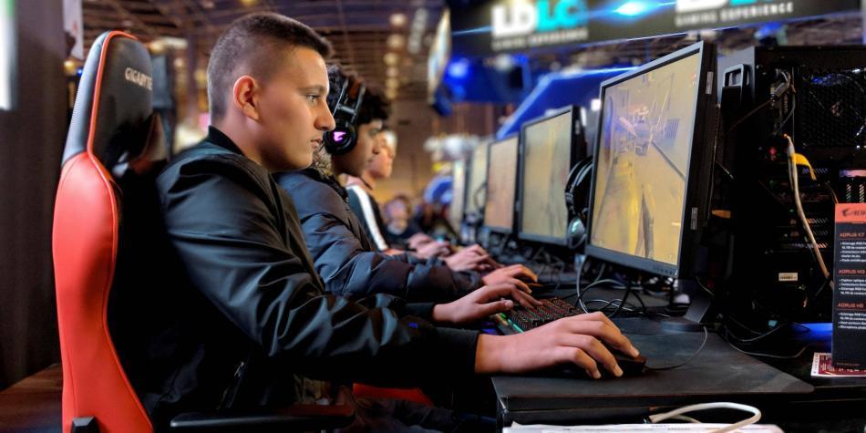 ¿Es posible jugar videojuegos profesionalmente en Colombia?