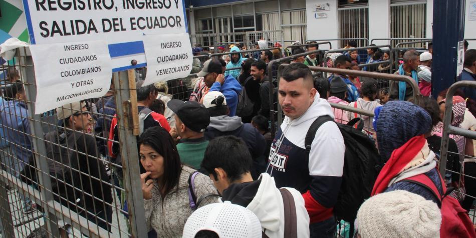 Tras anuncio de visa, 11 mil venezolanos pasaron en 2 días al Ecuador