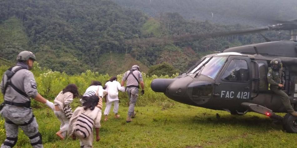 Fuerza Aérea evacuó a 11 indígenas heridos de la Sierra Nevada