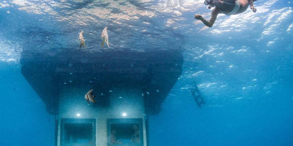 Así es la habitación bajo el agua del 'resort' The Manta, en Tanzania