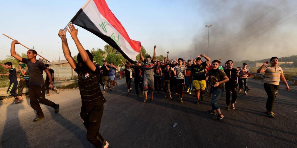 Iraquíes desafían el toque de queda en Bagdad para seguir protestas