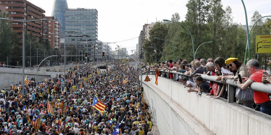 Miles se reúnen en Barcelona por multitudinaria marcha independentista