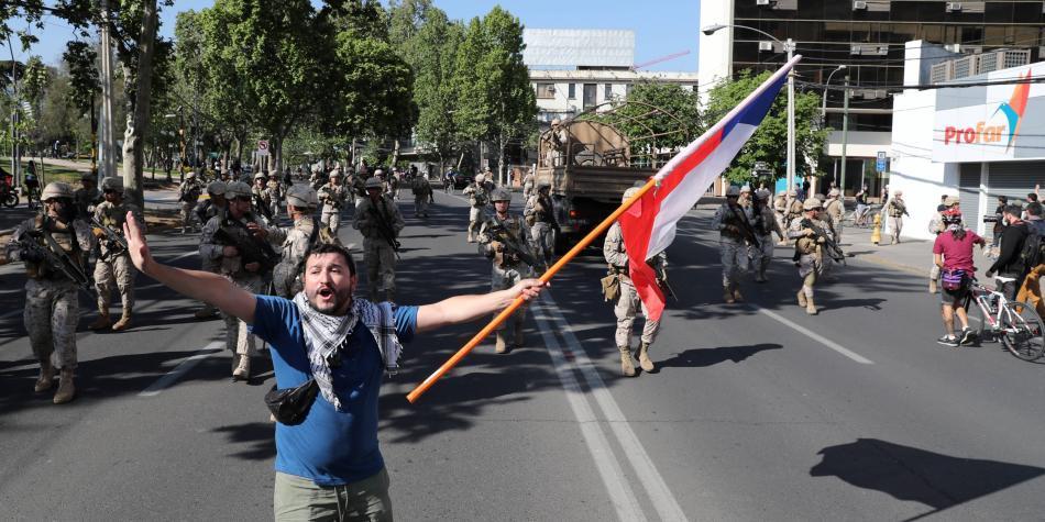 Pese a militarización y toque de queda, siguen las protestas en Chile