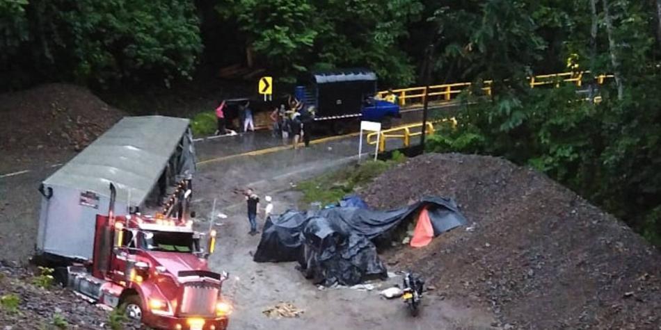 Derrumbe en vía Medellín-Bogotá habría dejado víctimas mortales